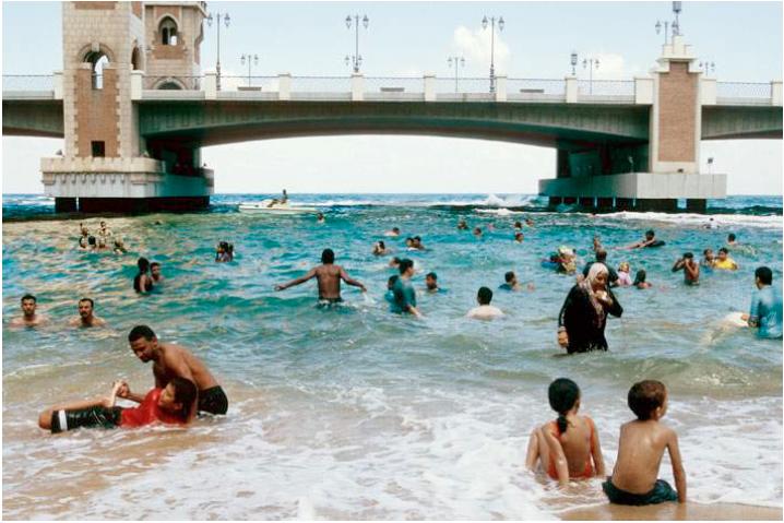 Beach (Domestic Tourism Series). 2008. C-print. 50x75cm