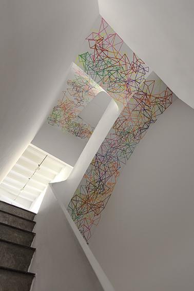 Carlos Maciá. Intervención en la escalera de la galería
